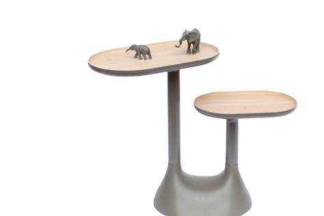 군더더기 없이 깔끔한 테이블