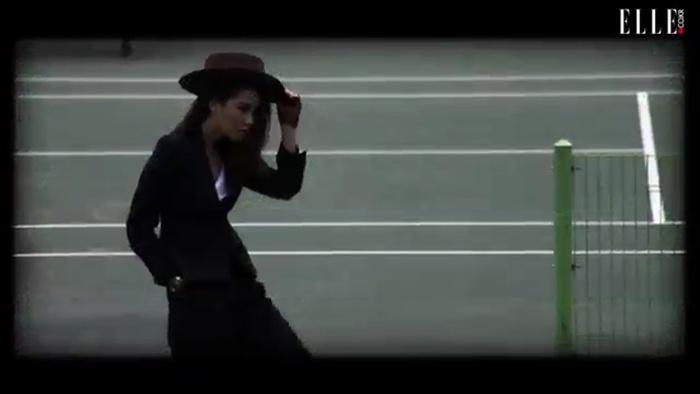 매니시 룩을 입고 테니스 게임!