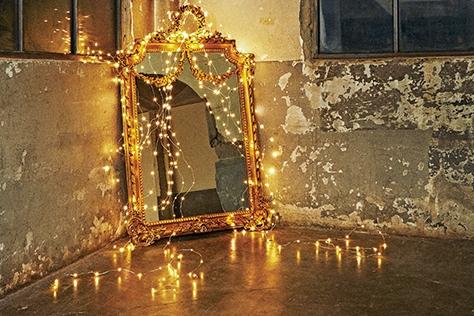 프렌치 스타일의 거울 트리