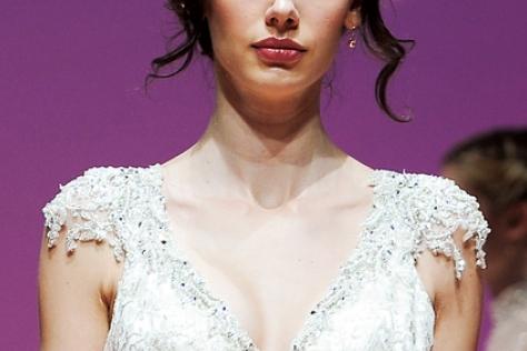 팔뚝 살 커버하는 웨딩 드레스