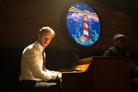 피아노 치는 남자