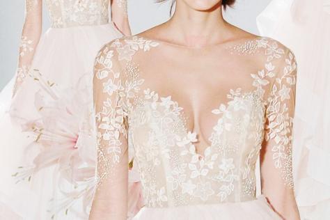 글래머러스한 스타일의 웨딩 드레스