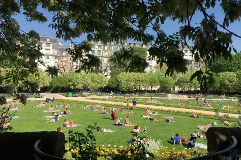 소확행을 부르는 파리의 공원들