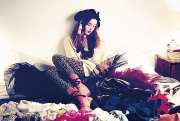 모델, 스타일리스트이자 디자인 컨설턴트인 밸런타인 피욜 코디어가 그녀의 옷장속 아이템을 공개한다.유니크한 디자이너 아이템과 오랜 역사를 간직한 빈티지아이템이 뒤섞인 밸런타인의 클로짓 컨피덴셜. :: 엘르,엣진,elle.co.kr ::