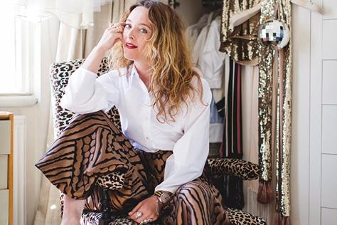 우연히 찾아낸 영국의 빈티지 숍처럼 보물 같은 아이템이 넘쳐나는 디자이너 앨리스 템퍼리의 옷장 탐험기. ::앨리스 템퍼리,시티 보헤미언,템퍼리 런던,빈티지,히피,엘르,엘르걸,elle.co.kr::