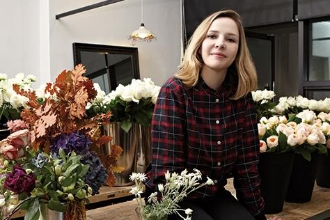 누가 겨울에 꽃을 떠올릴까? 초록이 드문 계절, 겨울에 파리의 플로리스트 카트린 뮐러가 서울에 왔다.::플로리스트,파리,카트린뮐러,꽃,아티스트,데코,엘르데코,엘르,elle.co.kr::