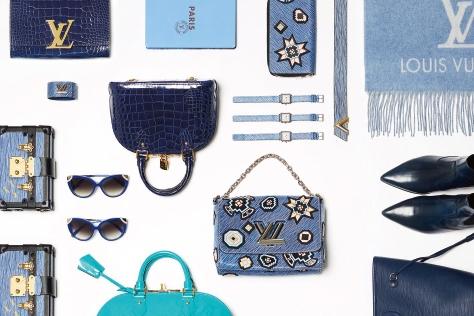 세상에서 가장 쿨한 블루 컬러가 고급스러운 존재감을 드러낸다.::블루,스카이블루,딥블루,하늘색,파란색,남색,백,가방,워치,지갑,부츠,트렌드,액세서리,엘르 액세서리,엘르,elle.co.kr::