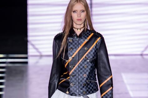 과감한 컬러와 화려한 디테일로 한층 업그레이드된 바이커 재킷. ::바이커 재킷,Biker,센 언니,디테일,엘르,엘르걸,elle.co.kr::