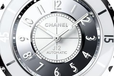 디자인 레너베이션을 감행한 2016년 샤넬 J12 워치. 내 손목 위에 안착했으면 좋을 바로 그 시계! ::샤넬,샤넬시계,샤넬J12,엘르,엘르걸,elle.co.kr::
