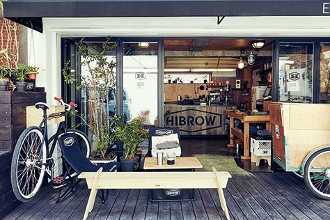 사기만 하는 게 아니라 내 물건을 팔 수도 있는 가구 카페. 밥과 커피는 덤이다.::가구,카페,하이브로우,카페D55,경리단길,삼청동,데코,엘르데코,엘르,elle.co.kr::