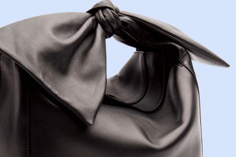 다채로운 매력이 공존하는 블랙 컬러의 향연.::블랙,컬러아이템,쇼핑,액세서리,엘르 액세서리,엘르,elle.co.kr::