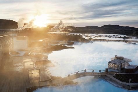 광활한 북극광, 백야, 화산과 용암 들판, 자연 그대로의 온천 등 아이슬란드이기에 경험할 수 있는 것들. ::아이슬란드,여행,신혼여행,신행,북극광,오로라,자연,노르딕,레이캬비크,북유럽,블루라군,싱벨리어 국립공원,이온호텔,할그림스,키르캬,여행지,웨딩,브라이드,엘르 브라이드,엘르,elle.co.kr::