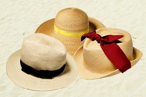 스트로 햇만 있다면 올여름 두 가지 걱정은 덜었다. 자외선 차단과 쿨한 스타일링!