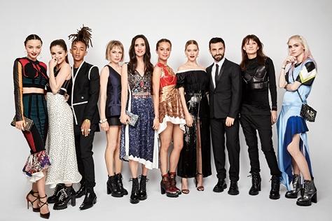 지난 5월 2일에 열린 '2016 메트 갈라(Met Gala)' 행사를 위해 니콜라 제스키에르가 특별히 디자인한 루이 비통 의상으로 드레스업하고 한자리에 모인 그의 뮤즈들. 패션 사진의 거장 패트릭 드마셸리에가 포착한 빛나는 모멘트와 비하인드 스토리를 <엘르>가 독점 공개한다.  ::메트갈라,루이비통,패트릭드마셀리,니콜라스제스키에르,미셸윌리엄스,그라임즈,셀레나고메즈,제니퍼코넬리,알리시아비칸데르,레아세이두,elle.co.kr,엘르::