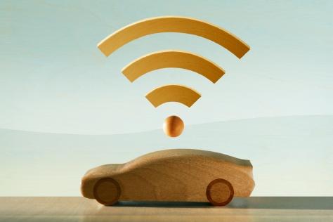 자동차와 스마트폰을 연동하는 '커넥티드 카'는 이제 막 시작됐다. 차와 무엇을 어디까지 연결할 수 있을지 그 끝은 아무도 모른다.::자동차,카,차,테크,스마트폰,커넥티드 카,연동,커넥티드,신기술,어플,엘르,elle.co.kr::