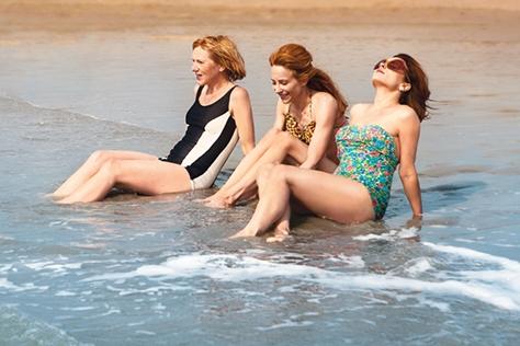 솔로가 커플이 되어 돌아올 가능성이 높은 바다? 올여름 사랑을 찾아 해변로 떠날 예정인 외로운 솔로들에게 적극적으로 추천하는 해수욕장 5곳.::해수욕장,여름,휴가,여름 휴가,해변,해운대,광안리,부산,여행,대천,서해,경포대,을왕리,솔로,커플,데이트,해수욕장 추천,엘르,elle.co.kr::
