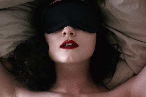안 되는 게 없는 꿈속에선 톱 스타나 '짝남'과 밤을 보내는 것도 자유다. 이들처럼 말이다.::꿈,19금,19금꿈,섹스,엘르,elle.co.kr::
