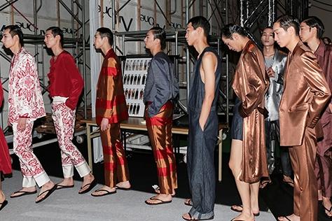 훈훈한 남자 모델들과 셀러브리티가 총출동한 2017S/S 서울 패션위크 분위기가 궁금하다고?