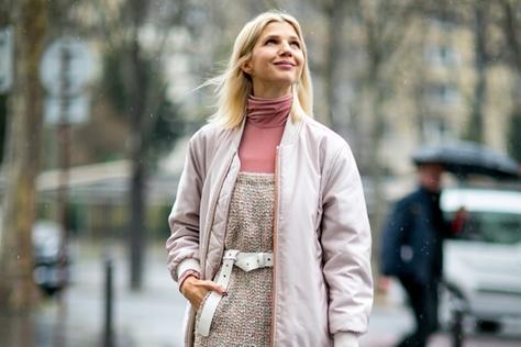 PINK IS THE NEW BLACK! 핑크의 인기는 올 겨울에도 계속된다. ::코트, 보머, 항공점퍼, 아우터, 스타일링, 스트리트, 엘르, ELLE.CO.KR ::