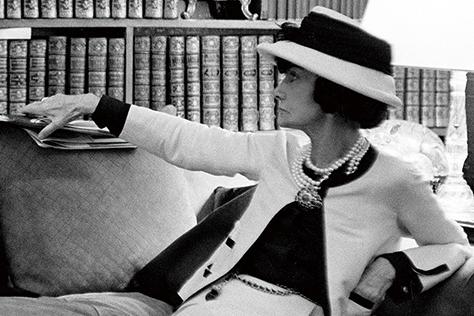 책을 사랑한 여인, 가브리엘 샤넬의 매혹적인 일곱 번째 스토리가 베니스에서 펼쳐졌다. 미처 알지 못했던 코코 샤넬이 사랑한 문학과 예술, 아티스트들에 얽힌 이야기와 그곳에서 만난 키이라 나이틀리와 책에 관한 진솔한 대화를 나눴다.::코코샤넬,가브리엘샤넬,베니스,키이라나이틀리,엘르,elle.co.kr::