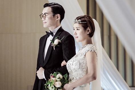 단 하루, 평소 꿈꿔온 신부의 모습으로 조금은 특별한 결혼식을 올린 이들이 있다. 한국, 미국, 발리에서 각자의 방식으로 결혼한 세 커플의 웨딩 마치. 그 두번째 이야기::결혼식,주례없는 결혼식,웨딩,독특한 결혼,결혼,결혼식,신부,웨딩,브라이드,엘르 브라이드,엘르,elle.co.kr::