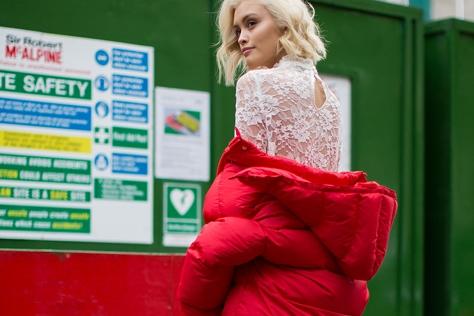 혹한기 겨울도 올록볼록한 패딩 점퍼 하나면 충분하다. 추위에 맞서는 패션 피플의 올바른 자세. ::#한파특보, 패딩, 숏패딩, OOTD, 겨울스타일링, 스타일링, 엘르, ELLE.CO.KR::