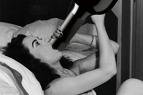 놀라지 마시라. 하룻밤 폭음으로 망가진 피부를 회복하는 데 무려 30일이 걸린다. 팩트 폭격이 당혹스럽나? 술자리 많은 12월, 각 잡고 절주해야 하는 이유다::술,숙취,피부,스킨케어,연말,알코올,칼로리,엘르,elle.co.kr::