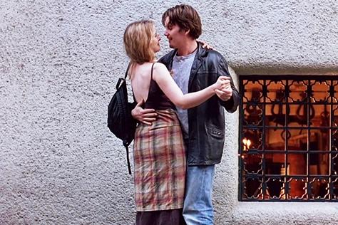 """<비포 선라이즈>처럼 여행지에서의 로맨스를 꿈꾼다면 기억하세요. 에단 호크는 """"결혼하자""""고 말하진 않았단 걸요.::이우성, 디에디터스, 오빠가 알려줄게, 여행, 첫만남, 프로포즈, 남자, 여자, 연애, 남자심리, 여자심리, 연애상담, 엘르, elle.co.kr::"""