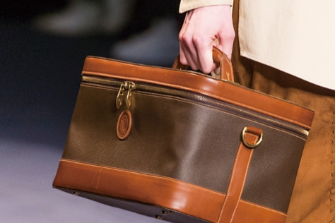 새로운 백을 탐색 중이라면 런치 박스 백을 눈여겨보길::가방,백,런치박스백,도시락가방,트렌드,패션, 패션코디, 스타일, 액세서리, 엘르 액세서리, 엘르, elle.co.kr::
