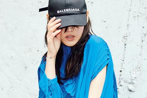 옐로, 블루, 레드, 핑크… 컬러 플레이 룩이 시작됐다::화보,패션화보,컬러플레이,엘르,elle.co.kr::