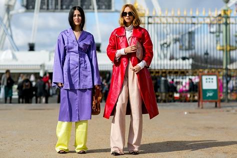 무채색 일색인 겨울 거리를 환하게 밝힌 패션 피플들의 컬러 퍼레이드. ::아우터, 겨울아우터, 패피, 패션피플, ootd, 데일리룩, 스타일링, 엘르, ELLE.CO.KR::