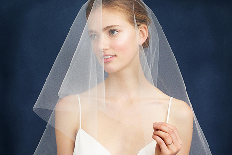 '스드메' 3종 세트로 묶여 빌려 입는 것이라는 인식이 강했던 웨딩 드레스. 속속 출시 중인 패션 브랜드의 브라이덜 컬렉션을 보니 이런 생각이 들었다. 웨딩드레스, 한 번 사볼까?::웨딩드레스, 결혼식, 드레스, 웨딩, 탑샵, 제이크루, ASOS, 결혼식준비, elle.co.kr, 엘르::
