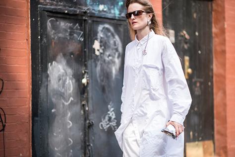 베이식 아이템의 대명사 화이트 셔츠에 '엣지'있는 한방을 더한 패션 피플들의 스타일링 법. ::화이트셔츠, 셔츠, ootd, 패션피플, 스타일링, 스트리트, 데일리룩, 엘르, ELLE.CO.KR::