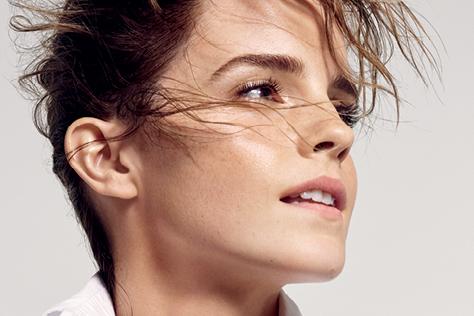 자신의 영향력을 제대로 활용할 줄 아는 젊은 페미니스트 엠마 와슨이 당당하고 아름다운 모습으로 <엘르> 커버를 장식했다::엠마 와슨,엠마 왓슨,Emma Watson,페미니스트,배우,미녀와 야수,벨,영화,해리포터,헤르미온느,양성평등,인터뷰,헤르미온느,페미니즘,연설,공유 책장,Our Shared Shelf,에코에이지,커버걸,3월호 커버,엘르,elle.co.kr::