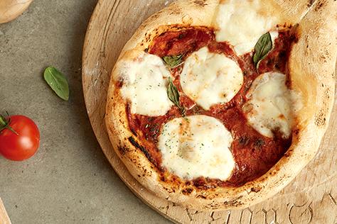 기본에 충실하면서도 취향 따라 만들어 먹을 수 있는 쫄깃쫄깃한 피자 레시피::박세훈,피자,푸드,요리,엘르,elle.co.kr::