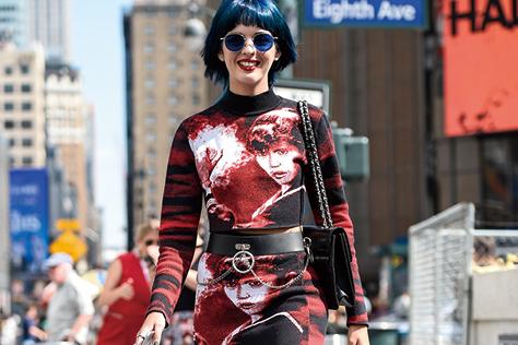 패션 포토그래퍼들의 뷰파인더를 사로잡은 스트리트 스웨거들의 메가톤급 존재감::스트리트,스트릿,트렌드,패션코디,스타일,액세서리,엘르 액세서리,엘르,elle.co.kr::