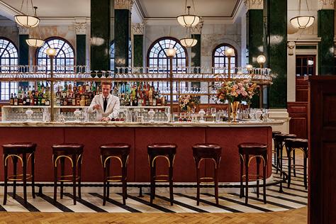 런던을 여행할 계획이라면 서두르길. 킹스맨과 마주칠지도 모를, 런던의 뉴 호텔을 소개한다::런던호텔,킹스맨,런던여행,호텔추천,elle.co.kr,엘르::