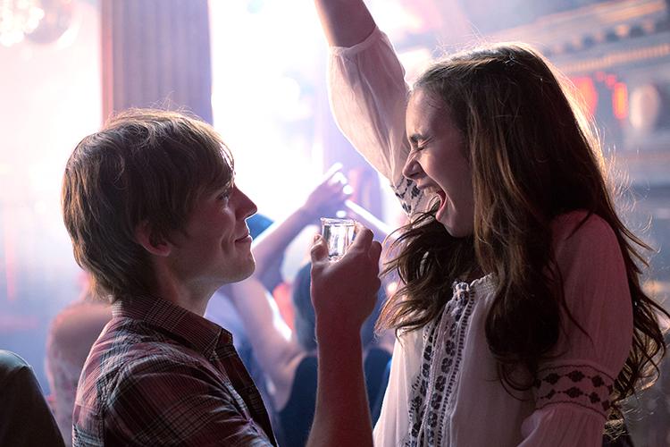 """""""그놈의 술이 문제""""라고 외치는 사람들이 들려주는 다시 기억하기 싫은 술에 관한 무시무시한 실수담::데이트,연애,데이트 가이드,술,실수담,연애 잘하는 법,남자 심리,여자 심리,클럽 후기,사내연애,키스,음주 키스,썸,썸남,썸녀,엘르,elle.co.kr::"""