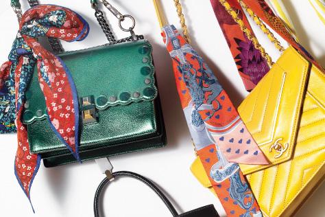나만의 백을 원한다면? 스카프를 꺼내 백에 장식해볼 것::백,가방,스카프,스카프매기,가방꾸미기,패션,엘르,elle.co.kr::