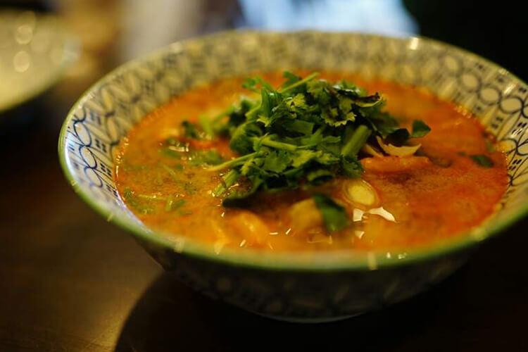 태국 음식을 진짜 좋아하는데 어느 순간 한국에 있는 그 무엇도 성에 차지 않는다. 그래서 태국 요리를 배우러 방콕으로 날아갔다::방콕,여행의목적,여행,쿠킹클래스,똠얌꿍,호목,생선 레드 커리,엘르,elle.co.kr::