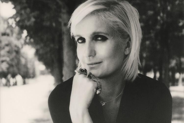 디올 최초의 여성 디자이너이자 참신한 관점으로 하우스에 새로운 숨결을 불어넣은 마리아 그라치아 치우리. 그녀가 전하는 패션과 스타일 그리고 페미니즘에 관한 이야기::디올,마리아그라치아치우리,디자이너,페미니즘,인터뷰,엘르,elle.co.kr::