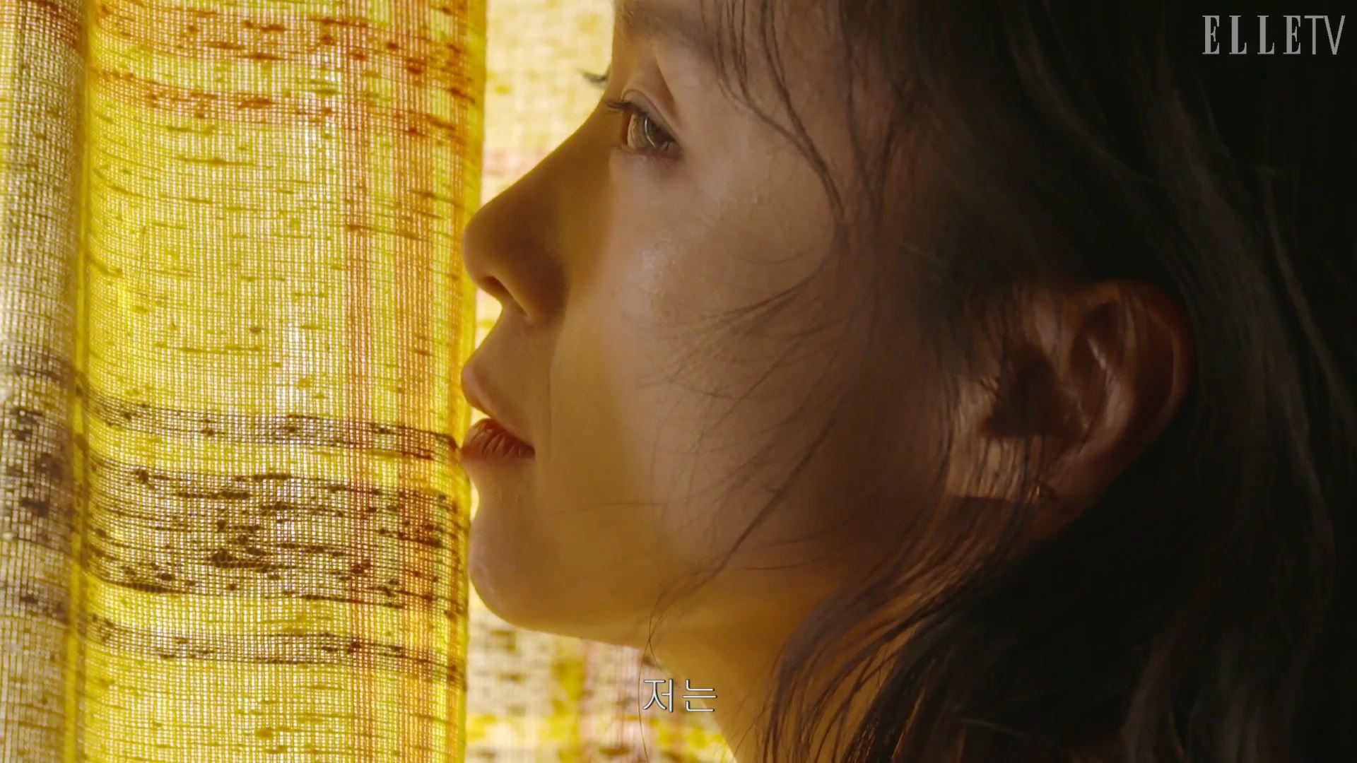 올해로 영화 데뷔 20주년을 맞이한 전도연. 그녀와 함께한 영화 속 장면 같은 아름다운 찰나를 감상하세요.