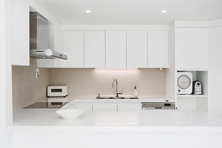 이곳만 고쳐도 달라 보인다. 집의 중심인 거실과 주방, 최소한으로 최대한 고치는 비법::인테리어, 리모델링, 아파트, 아현동, 래미안푸르지오, 우리 집이 달라졌어요, 칼슘두유, 아파트멘터리, 인터리어 비포애프터::