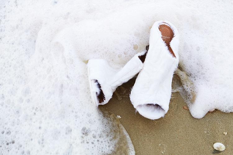 시간의 통로를 지나 해는 뜨고 다시 질 것이다. 열두 달 위에 찾아올 계절과 계절 사이::계절, 슈즈, 악세사리, 액세서리, 스윔수트, 롱코트, 서유진, 화보, 패션화보, 엘르화보, 엘르, elle.co.kr::