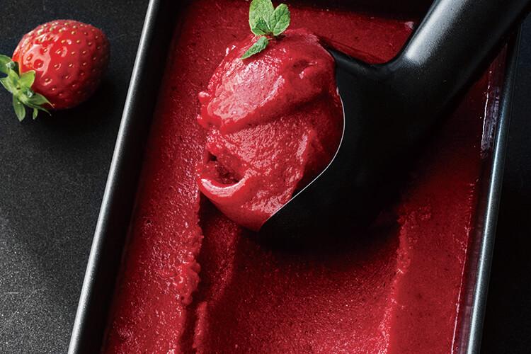 눈도 입도 즐거운 빨간색! 상큼하고 달콤한 딸기를 이용한 밸런타인데이 디저트::딸기,초코셋,디저트,발렌타인,박세훈,엘르,elle.co.kr::