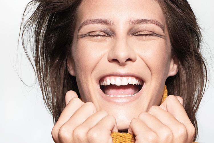 웃는 얼굴 만드는 메이크업 테크닉. 따라 해보세요::뷰티, 메이크업, 화장법, 테크닉, 미소, 입꼬리, 눈매, 엘르, elle.co.kr::