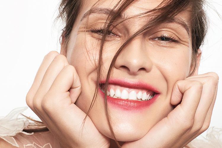 웃는 여잔 다 예쁘다던데, 웃고 있어도 웃지 않는 것 같은 느낌. 예쁜 미소를 위한 시술::미소,시술,보톡스,테크닉,스마일,입꼬리,필러,눈매,미백,치아미백,뷰티,엘르, elle.co.kr ::