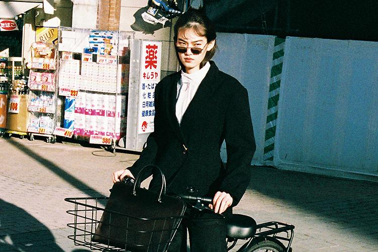 아버지와 나, 가깝고도 먼 사이. 추억 속의 그에게 한 발자국 다가갔다::패션,패션화보,일본,대디,엘르화보,엘르,elle.co.kr::