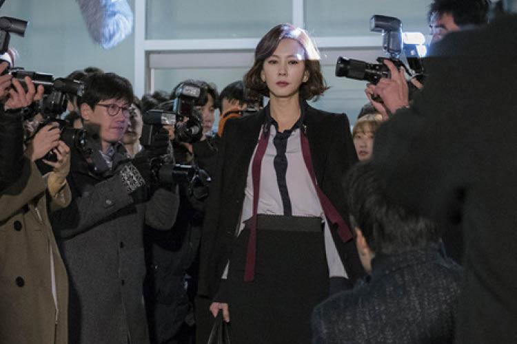 도회적인 이미지를 연출하는 고전적인 형태에 주목! ::드라마, 김남주, 패션, 스타일, 자켓, 재킷, 아우터, 컬렉션, 트렌드::