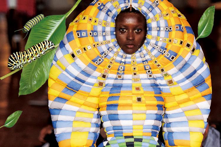 누가 패션계에 더 이상 새로운 디자인이 없다 했는가?::기발한패션,신기한패션,특이한패션,패션,컬렉션,엘르,elle.co.kr::